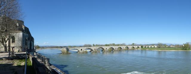 El pont sobre el Roina