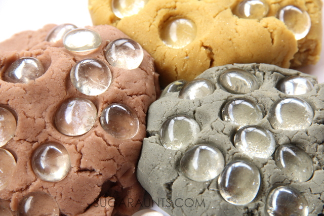 Use gold, silver, and bronze crayons to make this metallic crayon play dough recipe.