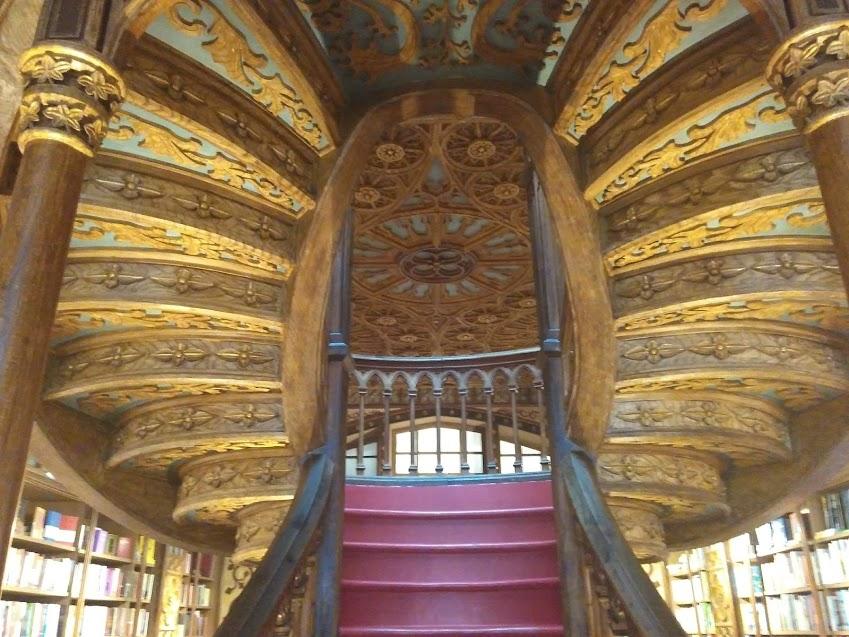 Escada livraria Lello Porto inspirou J.K. Rowling livros de Harry Potter