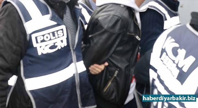 """DİYARBAKIR-Diyarbakır Valiliği tarafından Motorlu Taşıt Sürücü Adayları Sınavında sahtecilik ve başkasının yerine sınava girdiği değerlendirilen 114 şüpheli hakkında """"Resmi Belgede Sahtecilik"""" suçundan işlem yapıldığı bildirildi."""