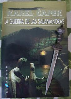 Portada del libro La guerra de las salamandras, de Karel Capek