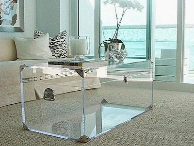 Sofisticado baúl trasparente con acrilico o vidrio grueso.