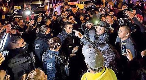 Migránsok fosztottak ki egy piacot. 34 embert tartóztattak le. Videó!