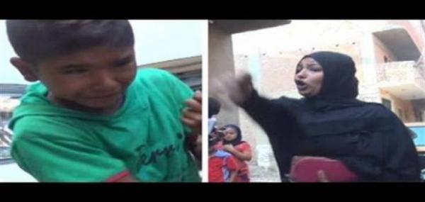 شاهد بالفيديو مروع ...لأم تحاول خنق طفلها وتقول للمذيعة خديه ربيه انتي..وسبب