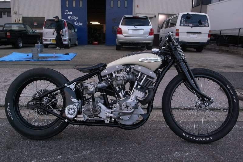 Harley Davidson bobbers worth blogging about, plus a few yamaha and