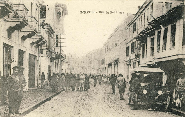 """Sirok Sokak crowded with pedestrians and French troops. The city resembles a dynamic city despite the war which at that time was called the """"Great War."""" Here is the car of those years, the soldier who walks his dog and curious soldiers who look at the photographer."""