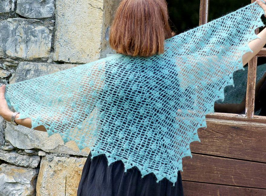 Stylish Easy Crochet: Crochet Shawl Pattern - Plume