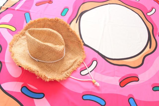 Rosegal_:_Toalla_Donut_para_la_playa_y_Sombrero_Cowboy_The_Pink_Graff_07
