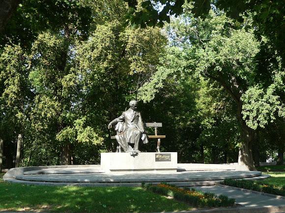 Чернигов. Детинец. Парк. Памятник Т. Г. Шевченко. 1992 г.