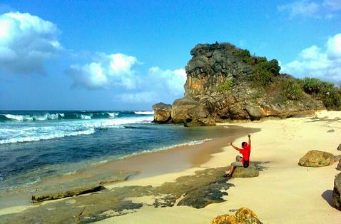 Tempat wisata pantai sruni pacitan