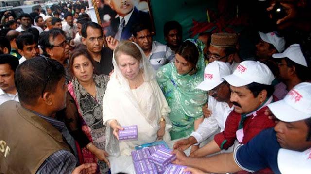 শাহাদাৎবার্ষিকী কর্মসূচির তৃতীয় দিনে দুস্থদের মাঝে খাবার করেছেন বেগম খালেদা জিয়া