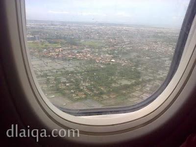 sesaat sebelum mendarat di bandara Soekarno-Hatta