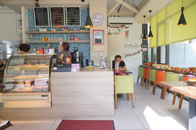 DSC06186 - 梧棲麵包店│從騎三輪車擺攤沿街叫賣到開店面的三輪車麵包坊