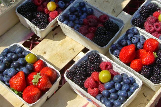 """<img src=""""frutos-rojos.jpg"""" alt=""""frutos rojos para eliminar síntomas de menopausia"""">"""
