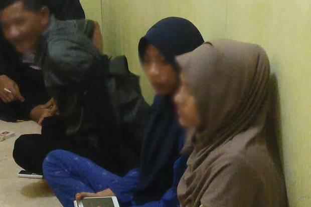 Tepergok Mesum di Kosan, Oknum Satpol PP dan Mahasiswi Dinikahkan Dan Cuci Kampung