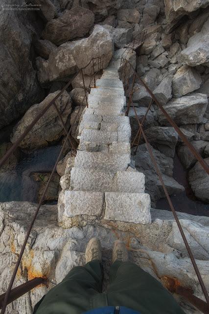 Симеиз, ступеньки на скалу Диво