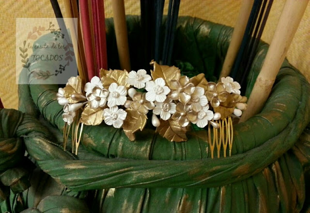 tocado para novia vintage realizado en porcelana fría con hojas y flores