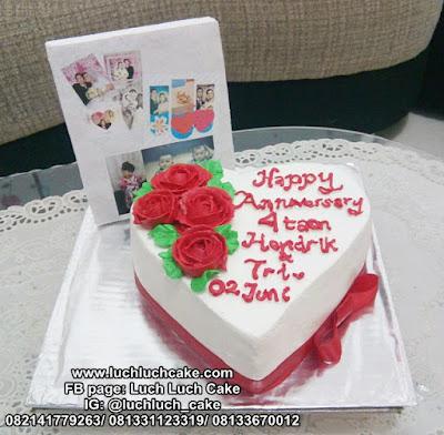 Kue Tart Love Untuk Anniversary