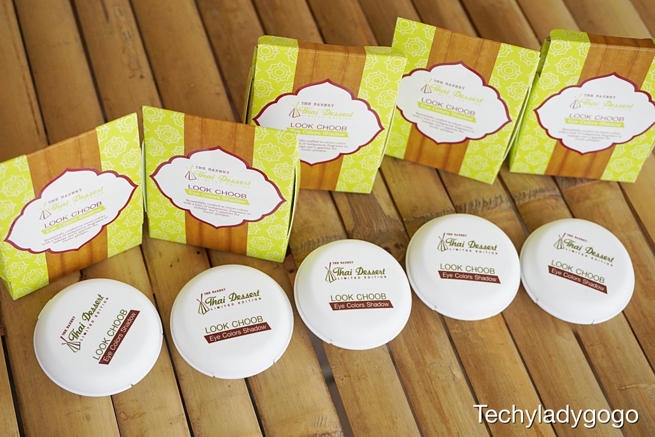 เมคอัพขนมไทย หอมหวาน น่ารัก น่าใช้ น่ากิน THE BAKERY Thai Dessert Limited Edition by Beauty Buffet LOOK CHOOB Eye Colors Shadow เป็นอายแชโดว์ที่ได้รับแรงบันดาลใจจากขนมลูกชุบ
