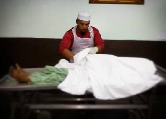 http://www.asalasah.com/2016/05/pengalaman-mandikan-mayat-pria-yang.html