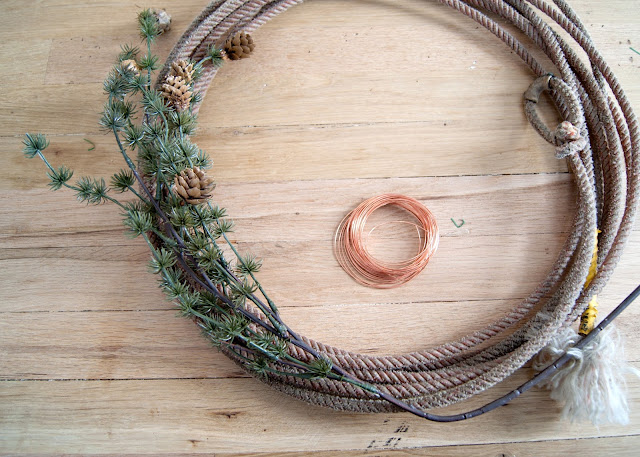 How to Make A Simple Winter Rope Wreath - step by step tutorial