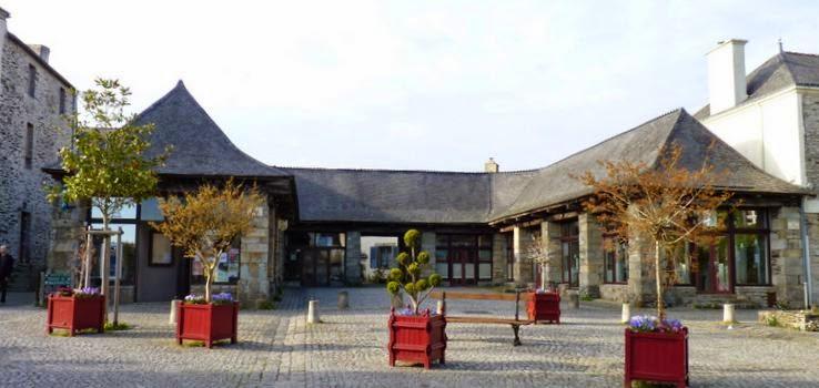 Rochefort-en-Terre, Place de les Halles.