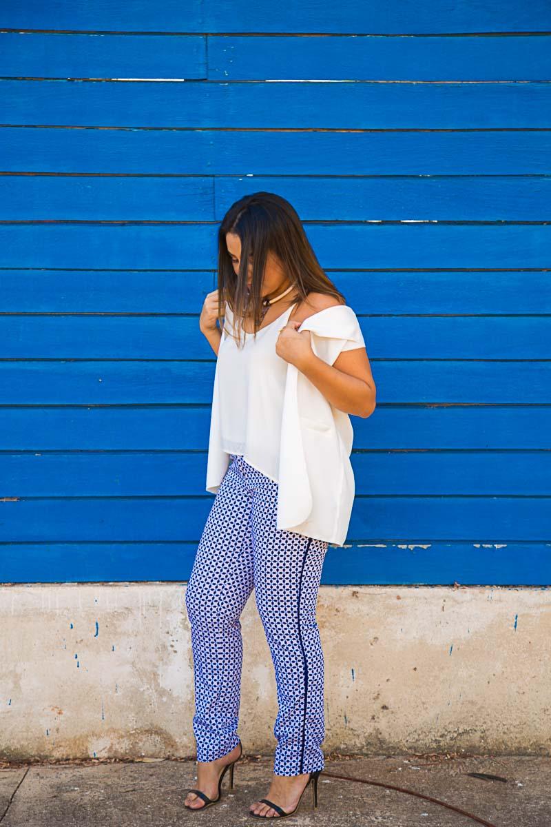 Look do dia: Colete branco e calça estampada e pensamentos sobre coerência