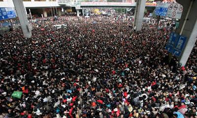 Foto Mudik Imlek, Woow..Ratusan Juta Orang Antri di Stasiun Kereta Api China