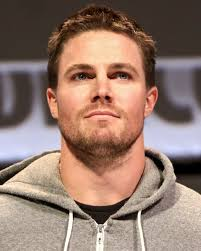 What is the height of Stephen Amell?