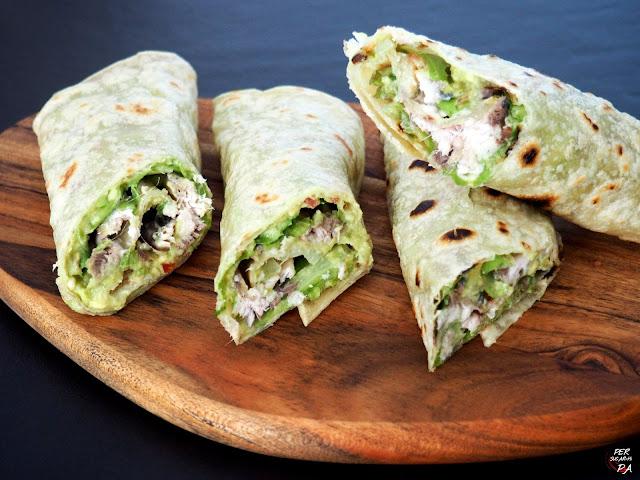 Wrap, con base de yufka (pan plano turco) y relleno de guacamole y sardinas