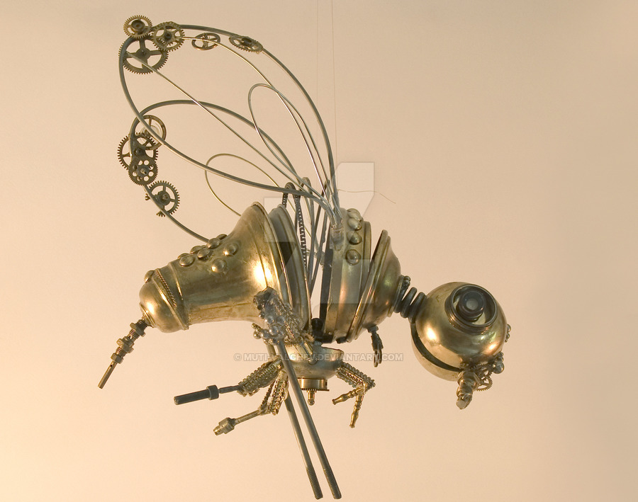14-Honey-Bee-Dimitar-Valchev-Recycled-Animal-and-Insect-Sculptures-www-designstack-co