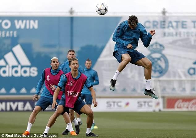 Ronaldo và đồng đội pose ảnh như biệt đội Avengers, sẵn sàng tái chiến Bayern -4