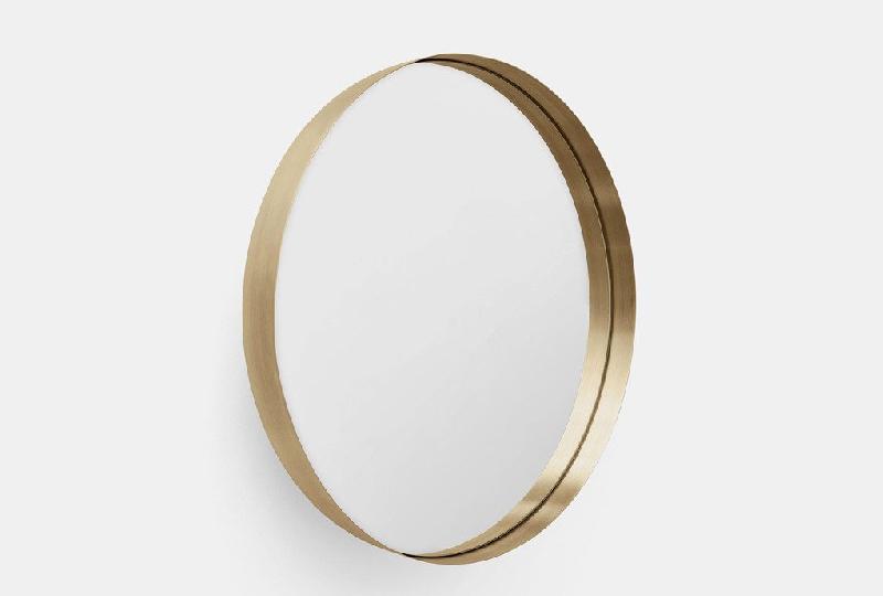 Specchio da parete Darkly wall mirror gold di Menu A/S
