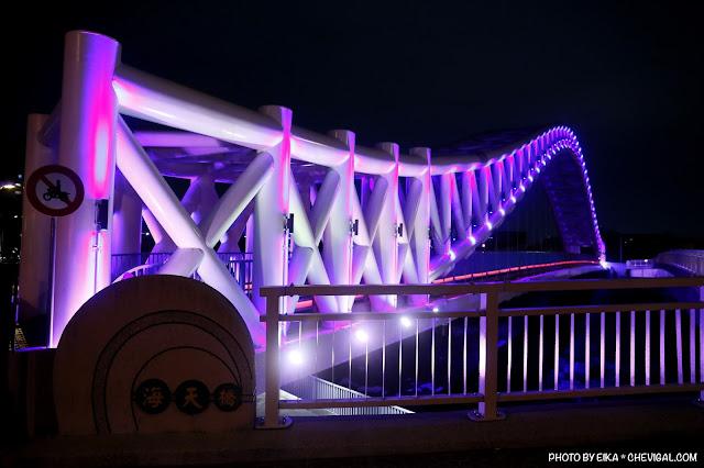MG 0654 - 台中景點│橫跨旱溪的紫藍色彩海天橋,夜裡不可錯過的迷人紫調!