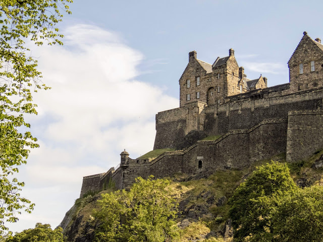 Experience summer in Edinburgh: visit Edinburgh Castle
