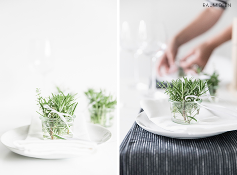 Tischdeko mit Kräutersträußen.