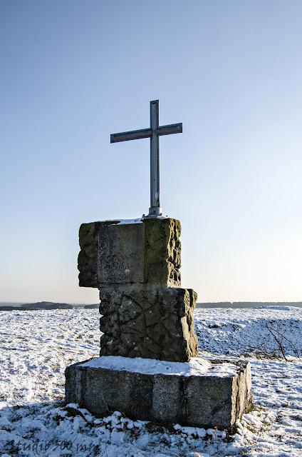 Tył pomnika żołnierzy na Bełczynie