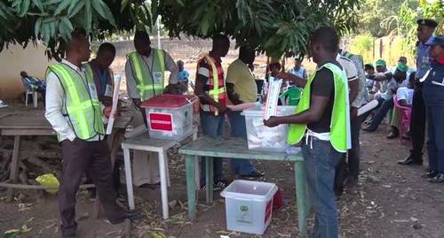 INEC Officials Tabulate Election Results
