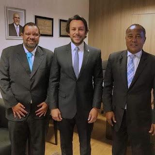 Noticias do Recôncavo : CRUZ DAS ALMAS: Elias de Gogó pousa para foto ao lado de Negro Monte Jr e do vice-prefeito Max Passos