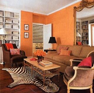 sala en marrón y naranja