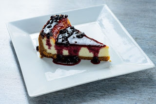 Ya teniendo los ingredientes a punto, es momento de elaborar dichoso pastel, para lo cual lo primero que se deberá hacer es preparar esa base crujiente.