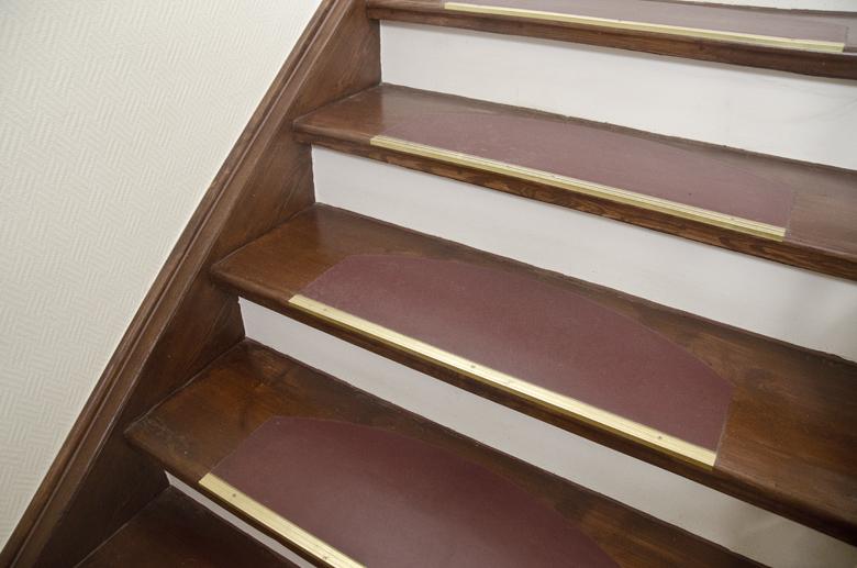 odrestaurowane schody na klatce schodowej, Tarkett