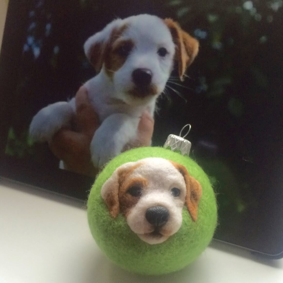 14-Jack-Russell-Puppy-Hanna-Tsukanova-3D-Dogs-&-Cats-Felt-Pet-Portraits-www-designstack-co