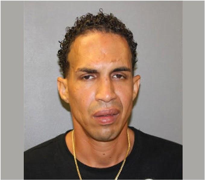 Un dominicano empleado de motel arrestado por exponerse desnudo a una huésped y amenazar con asesinarla
