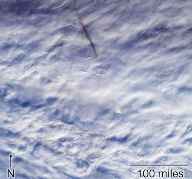 image: Meteor Jatuh Meledak di Atas Laut Bering