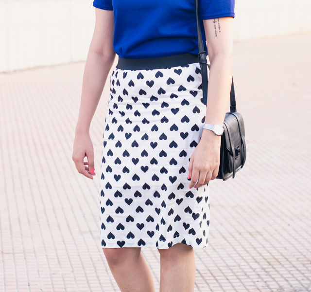 Monochrome heart printed pencil skirt