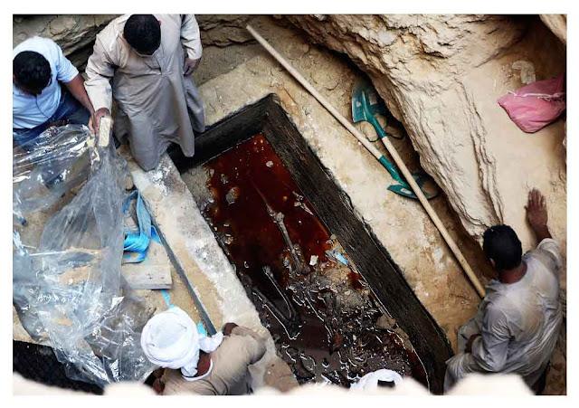 زئبق احمر في تابوت الاسكندرية قيل غنه غكسير للحياة ويعطي قوة خارقة