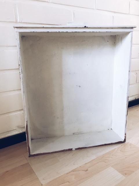 hylly vanhasta laatikosta