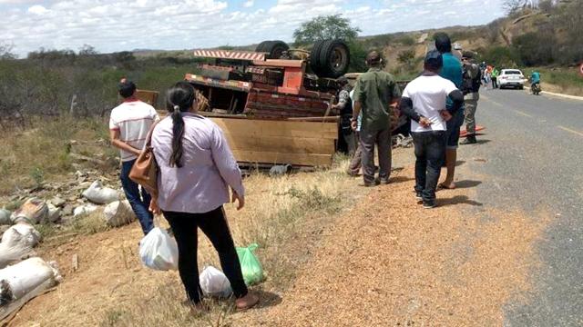 Acidente com caminhão deixa vítima fatal e outros feridos na PB 214