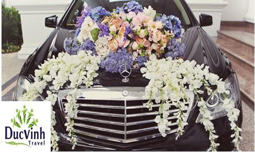 Cách trang trí xe hoa màu đen